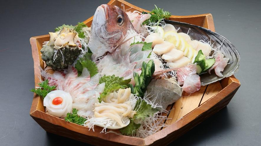 海鮮舟盛り◆※現在、感染症対策といたしまして、画像のような大皿の鶴盛りでのご提供は致しかねます。
