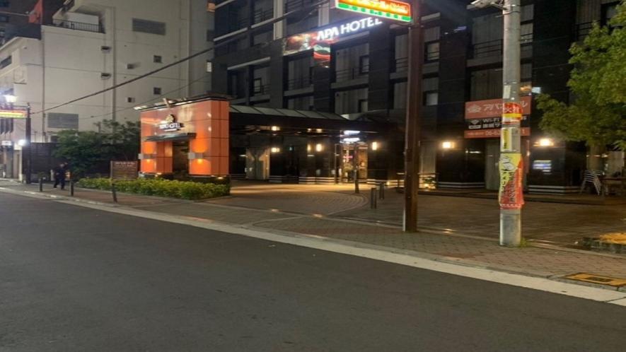 50mほどで右手にアパホテル入口がございます。