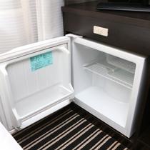 自由にご利用頂けるよう、空の冷蔵庫を設置しております(通常、電源は切っております)