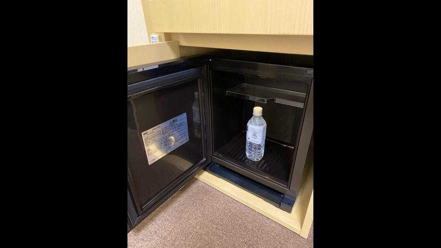 客室冷蔵庫中