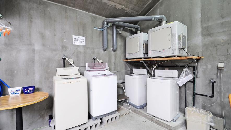【コインランドリー】洗濯機は4台、乾燥機は2台ございます