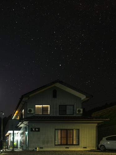 満天の星空と施設写真