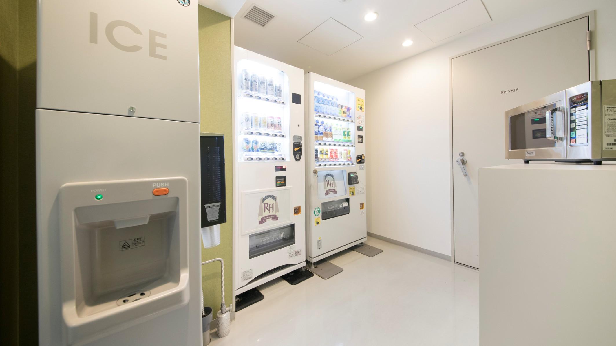 製氷機と自動販売機