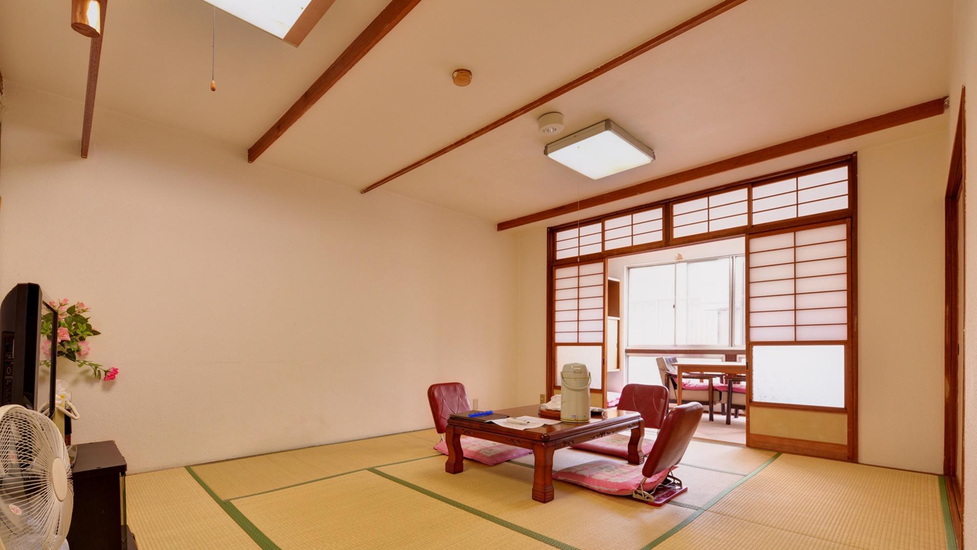 *和室10畳(客室一例)/グループやファミリーでのご宿泊に◎畳の香りがほのかに薫るお部屋でお寛ぎ下さ