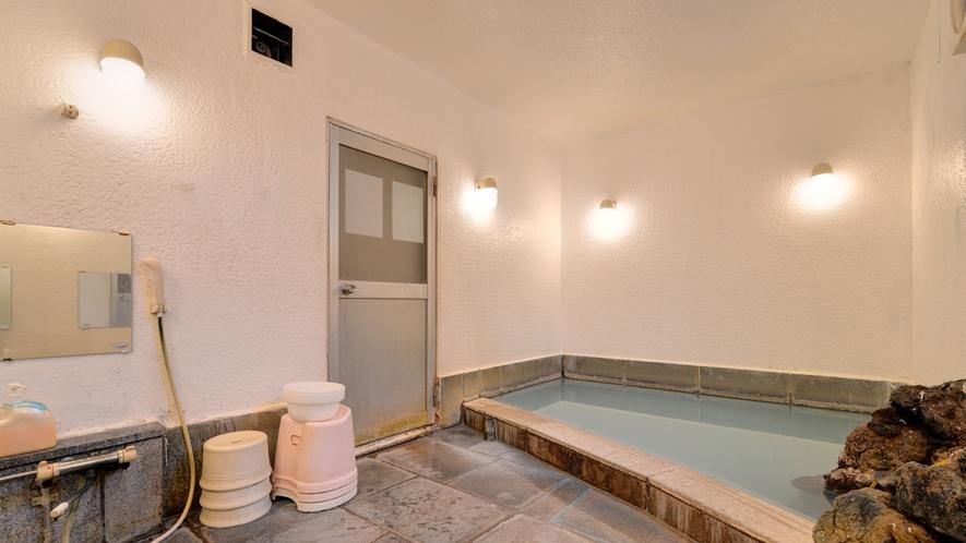 *女湯/わたの湯、湯畑の2種の源泉を引いております。特にわたの湯は共同浴場に無い、稀少な源泉!