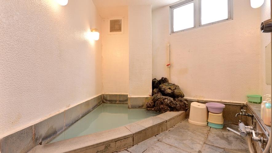 *貸切風呂(小)/2種の源泉はどちらも、100%かけ流し。貸切風呂は空いていたら無料でご利用頂けます