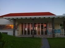 プレミアデラックスルーム&カフェの建屋