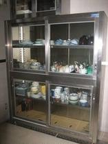 【食器棚】