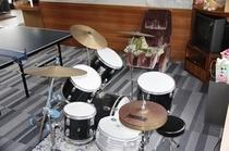 ロビーのドラムセット