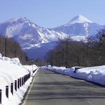 春・残雪が残る裏磐梯
