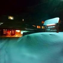 冬・ホテル正面夜