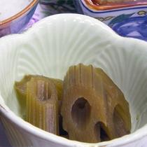 *【お夕食一例】山の幸を中心に、季節により旬の食材を使用してお出しします。