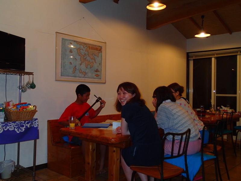 食堂で、サンシン