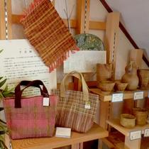 地元の民芸品も販売しております。可愛い小物はお土産にも最適!