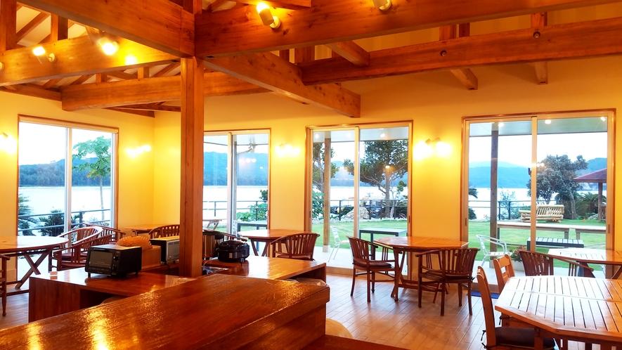 *【レストラン/内装】温かみのあるやさしい光に包まれた居心地の良いレストラン