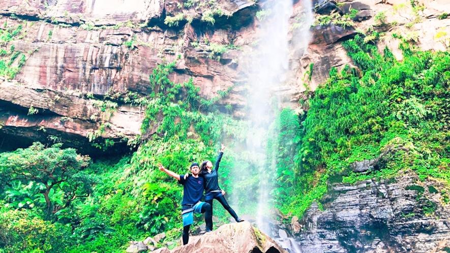 *【ピナイサーラの滝ツアー】ピナイサーラの滝上から見る絶景。画像提供:ニライナホリデイズ