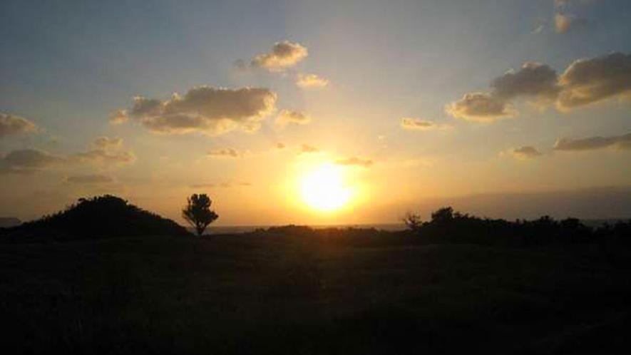 *【周辺】当館から徒歩3分の「ぜんべえビーチ」は、夕陽が美しい絶景ポイント!
