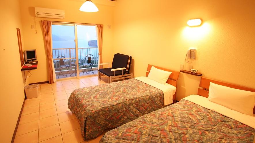 *【姉妹館イルマーレウナリザキ】全40室。写真のツインルームほか、シングルルームが22室ございます。