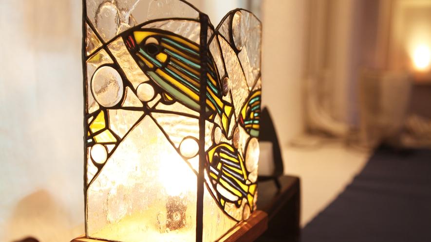 *【施設】館内にある間接照明が、夜を柔らかく包み込みます。