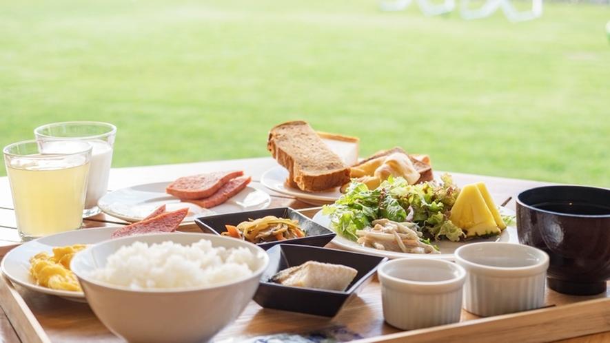 *【朝食風景】外の心地よい風を浴びながらゆったりとご朝食を♪