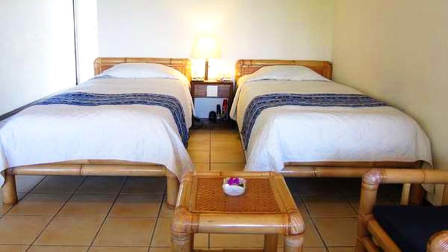 *【客室一例】アジアンテイストのお部屋の家具は、全てバリから輸入したものを使用しております。