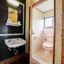 *【グループ和室-洗面所-】ご不便のないよう、各お部屋にはトイレを完備しております。