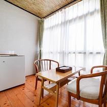 *【和室8畳一例-広縁-】外の景色を長めながら、寛ぎのひとときをお過ごしください。