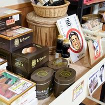 *【お土産コーナー】山口の銘菓がずらりと並びます。
