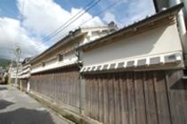 吉良川のほとんどの家の側面は土佐漆喰で覆われています。