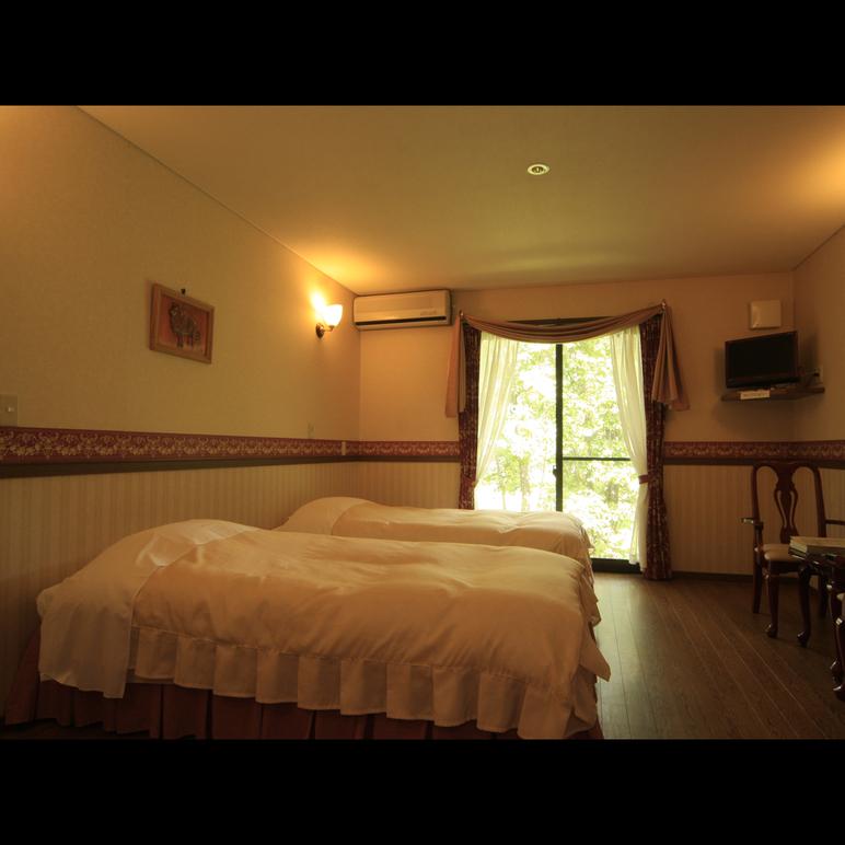 シングルベッドが3つ並 びご家族、グループでのご利用がお勧めです。