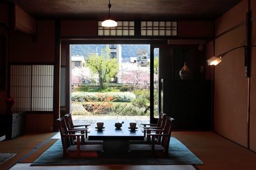 鴨川邸1F(春)