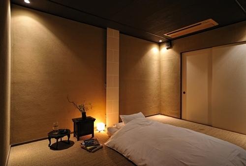 鴨川邸・2階寝室