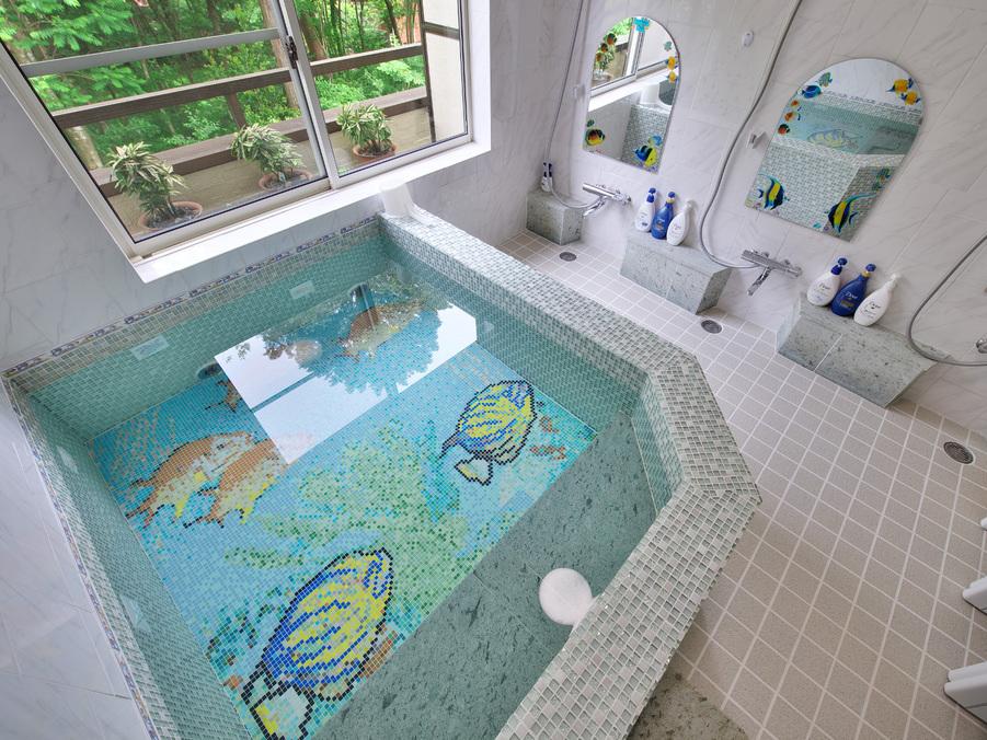 ローマン風貸切温泉風呂(熱帯魚)