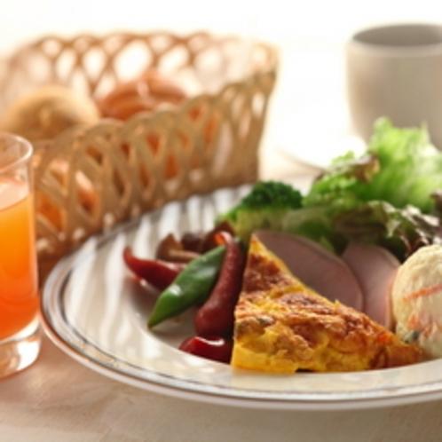 開放感溢れるダイニングでゆったりと朝食をお楽しみください。