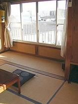 2階客室一例、海も見えます