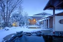 露天風呂 冬 夜
