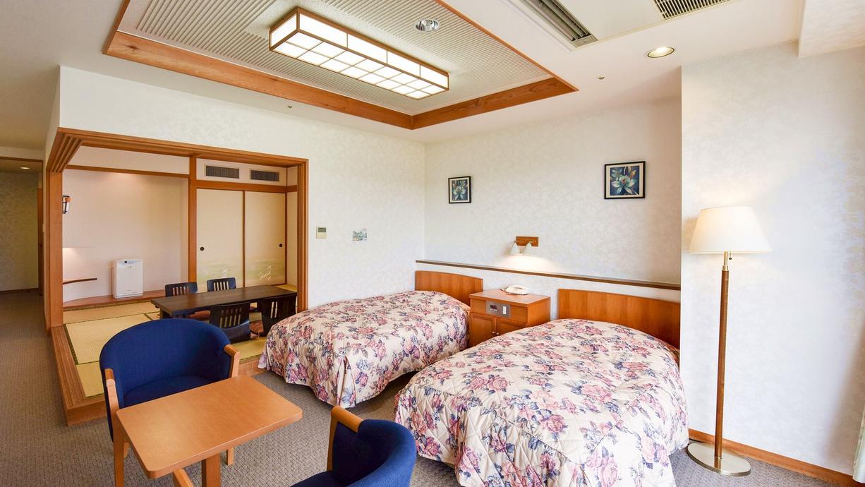 *【客室一例:和洋室】和室スペースは8畳、ご夫婦・ご家族でおくつろぎください。
