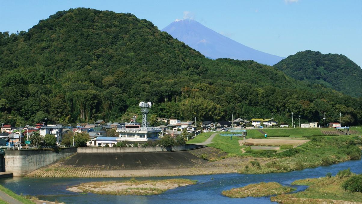 *【客室からの眺め】お部屋からは狩野川と箱根連山の景色を一望