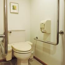 *洋室ツインルーム/洋室には唯一バリアフリー仕様のトイレが備え付けられています