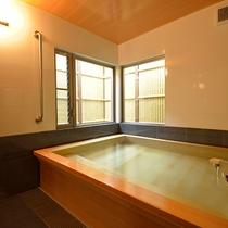 *貸切家族風呂一例/香り豊かな青森ヒバを使用したお風呂で温泉を堪能※チェックイン時ご予約制