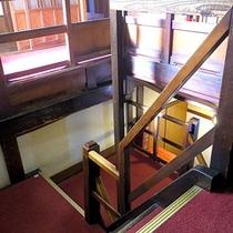 *館内/お部屋へは階段を使って頂きます