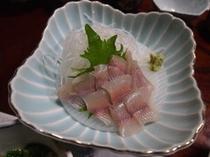 山菜や岩魚、地元の食材を使った盛りだくさんの料理3
