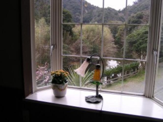 ロフト付き洋室4人用(窓からの景色)