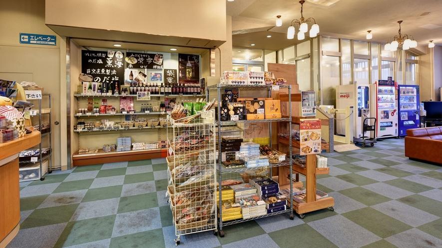 *【売店】お菓子やアイスの他、お土産等もご用意しております。
