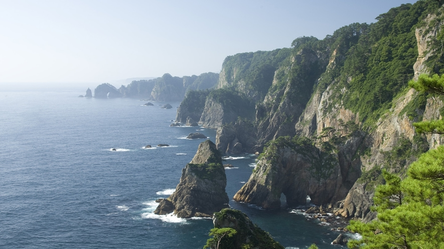 *【北山崎】自然が生み出した奇岩怪石や海蝕洞窟と、ダイナミックな海岸線が続く絶景スポット。