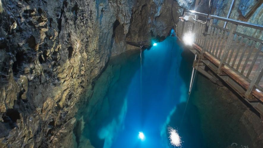 *【周辺】龍泉洞/日本三大鍾乳洞の一つとされ、世界有数の透明度を誇る地底湖。