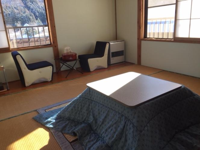 和室8畳のお部屋です。自然の光が入ります。