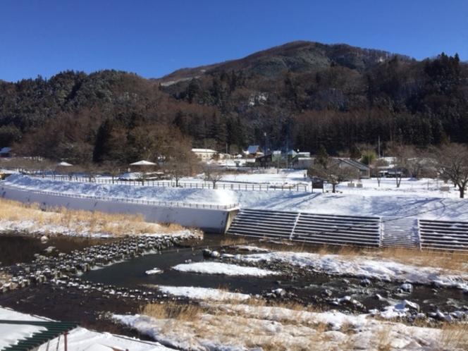 8畳、10畳からの景色。雄大な自然が見渡せます。冬は圧巻の雪景色。