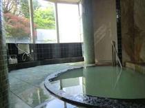 一日3組のみ、源泉かけ流しの霊雁の湯とご家族風呂は貸切無料で空いていれば何度でもご利用ください