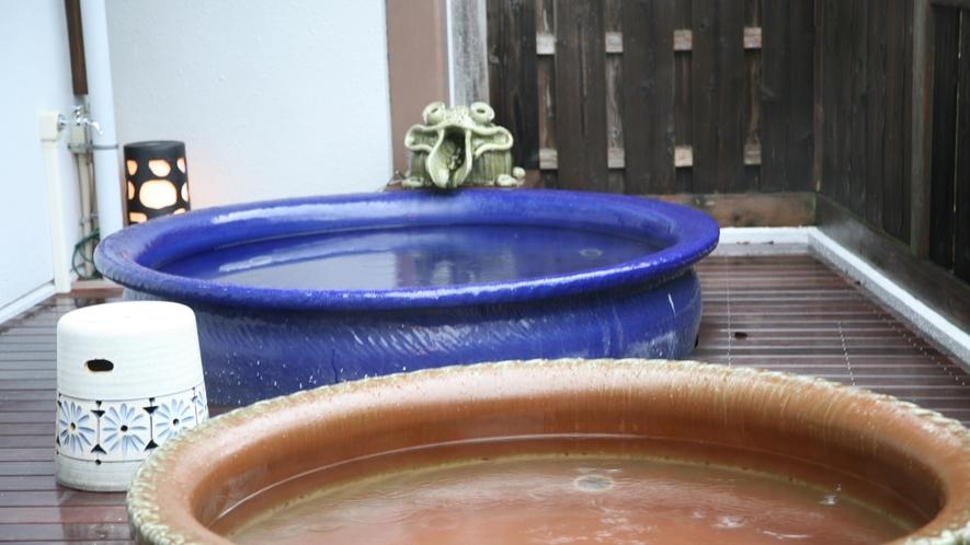 【露天風呂】あたたかみのある信楽焼の湯舟です